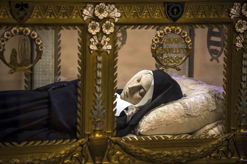 Santa Bernadette, 46 anni dopo la morte, il suo corpo era ancora incorrotto