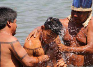 Brasile: padre Reinaldo Mattos battezza 43 indigeni