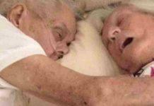 marito e moglie muoiono abbracciati