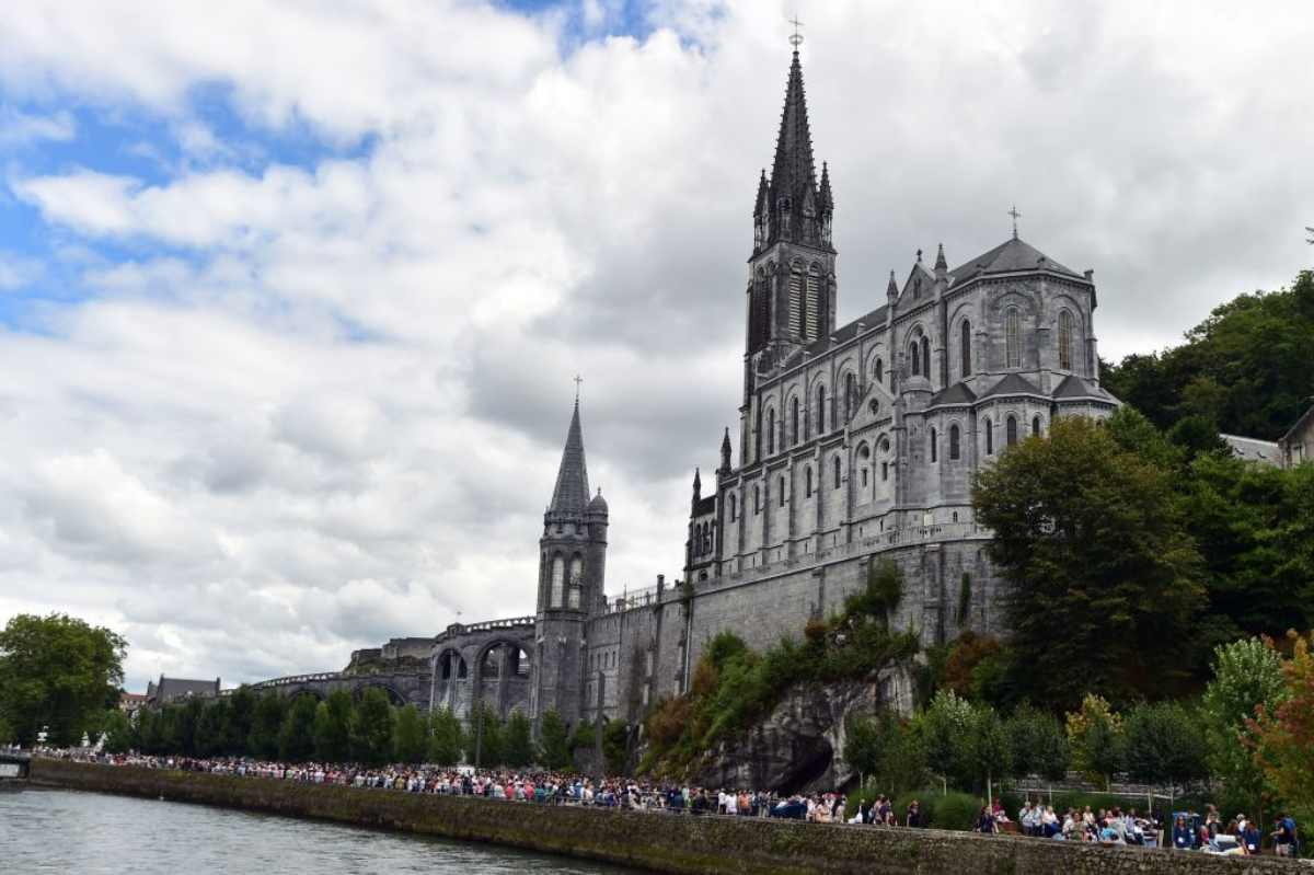 Il Papa commissaria Lourdes, inviato un delegato per la cura dei pellegrini