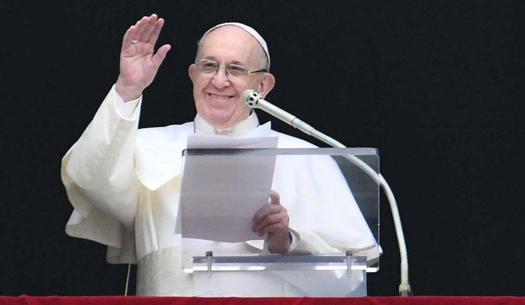 papa francesco messa fedele