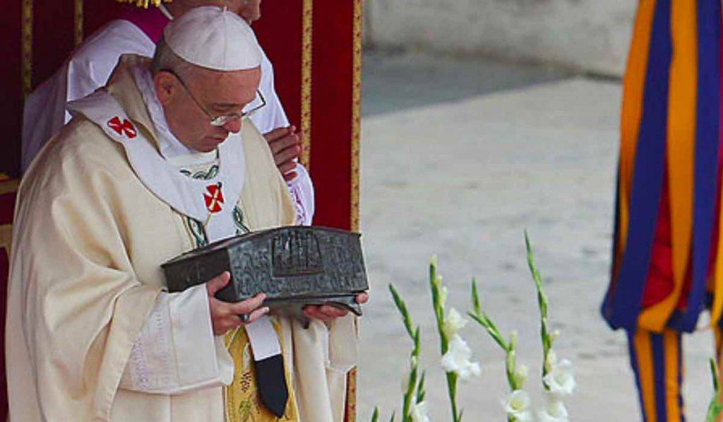 Papa Francesco ossa San Pietro