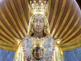 Madonna nera di Viggiano statua