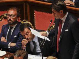 Salvini Bacia il Rosario in Parlamento