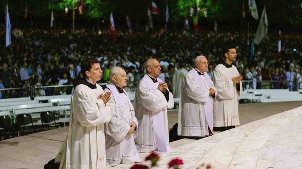 Medjugorje: Mons. Henryk Hoser, Mon. Rino Fisichella, Mons. Luigi Pizzuto before the Blessed Sacrament
