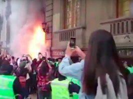 Manifestazione Cattedrale fiamme