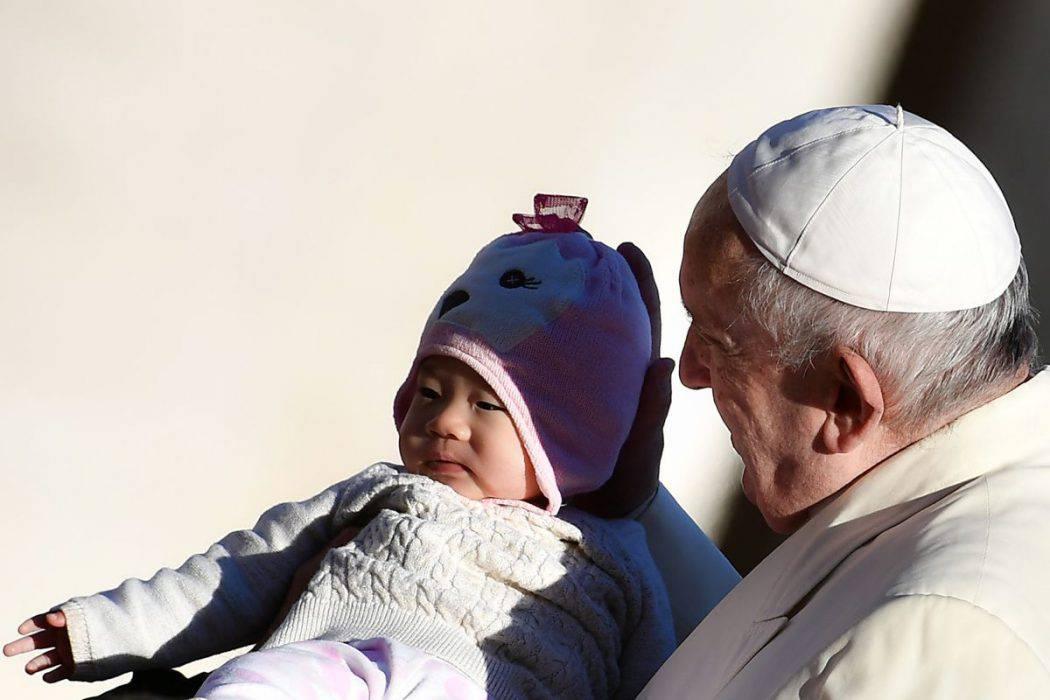 Papa: 'Non servono parolai che promettono l'impossibile'
