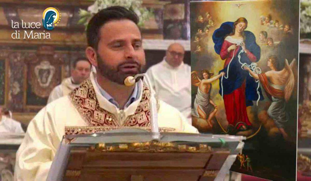 Don Massimiliano Maria che scioglie i nodi