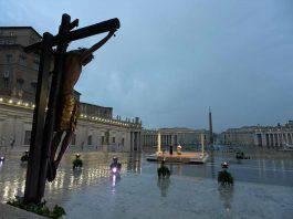 Crocifisso miracoloso danneggiato a causa della pioggia