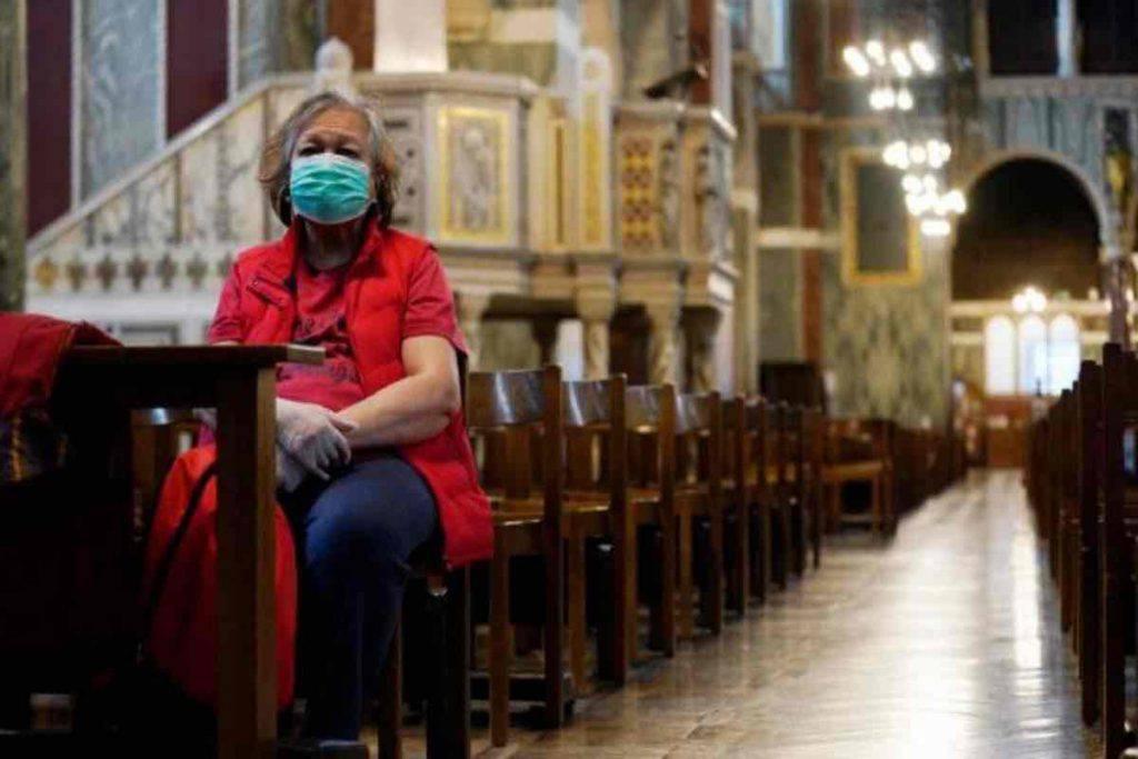 Nuove regole per andare in chiesa a pregare