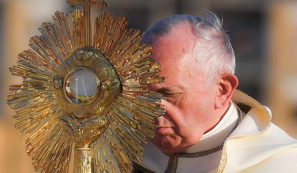 papa francesco adorazione
