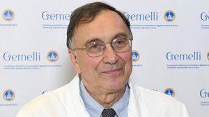 Coronavirus: l'opinione dell'infettivologo Roberto Cauda a favore della riapertura delle Messe
