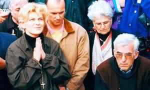 Mirjana insieme a padre Slavko Barbaric