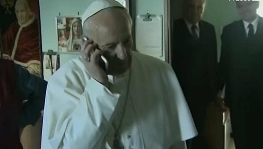 Papa Francesco e la battuta sull'Inferno al telefono