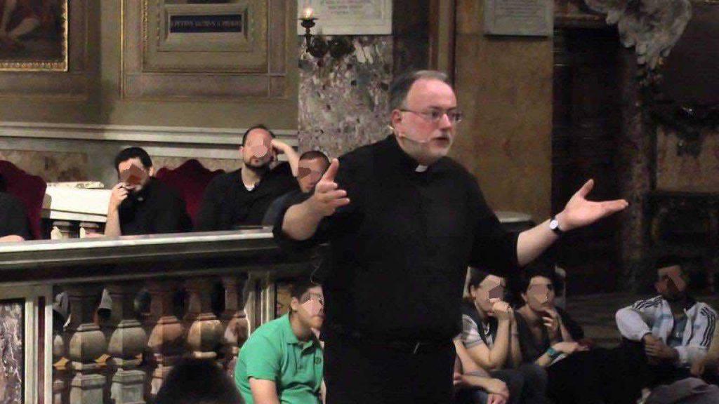 Don Fabio Rosini a Roma durante una predicazione