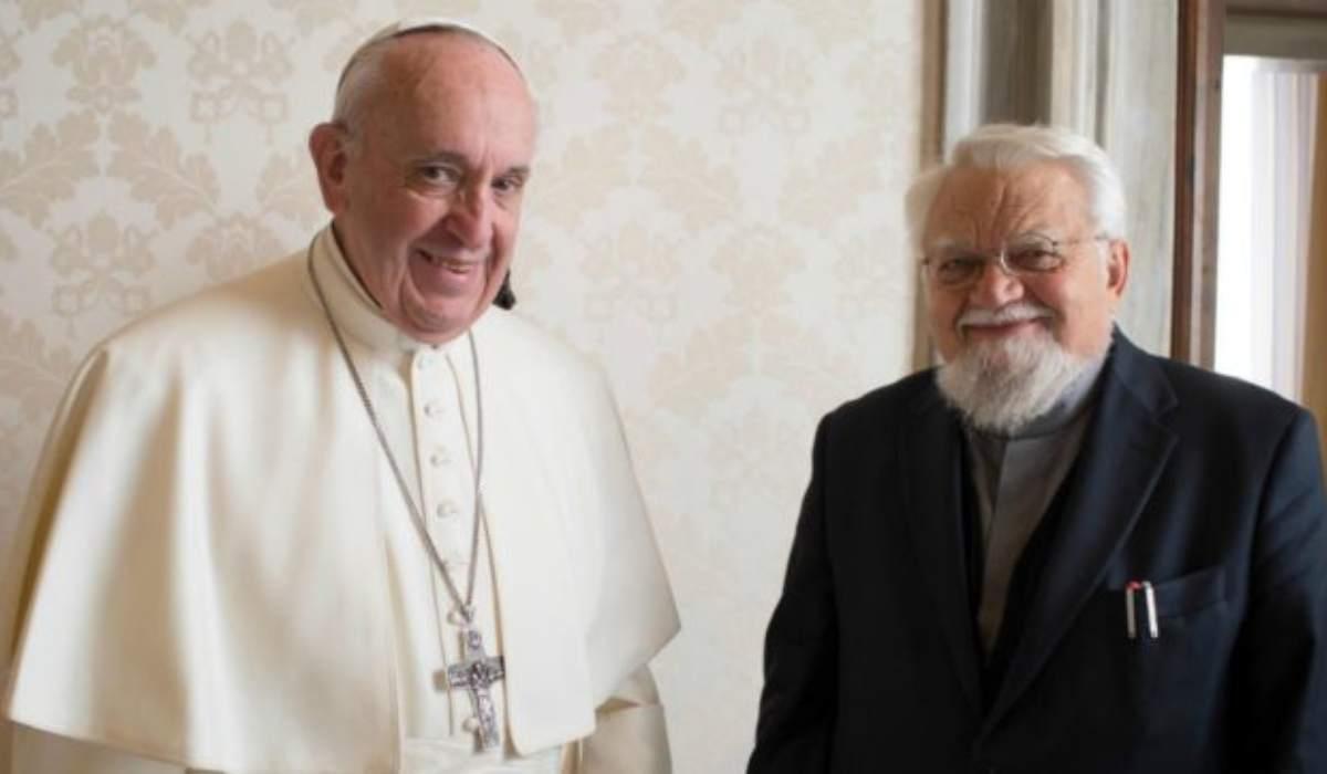 Papa Francesco rimuove Enzo Bianchi dalla Comunità Bose: