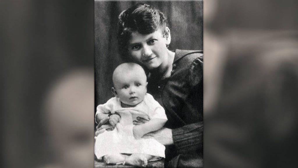 Giovanni Paolo II con sua mamma Emilia