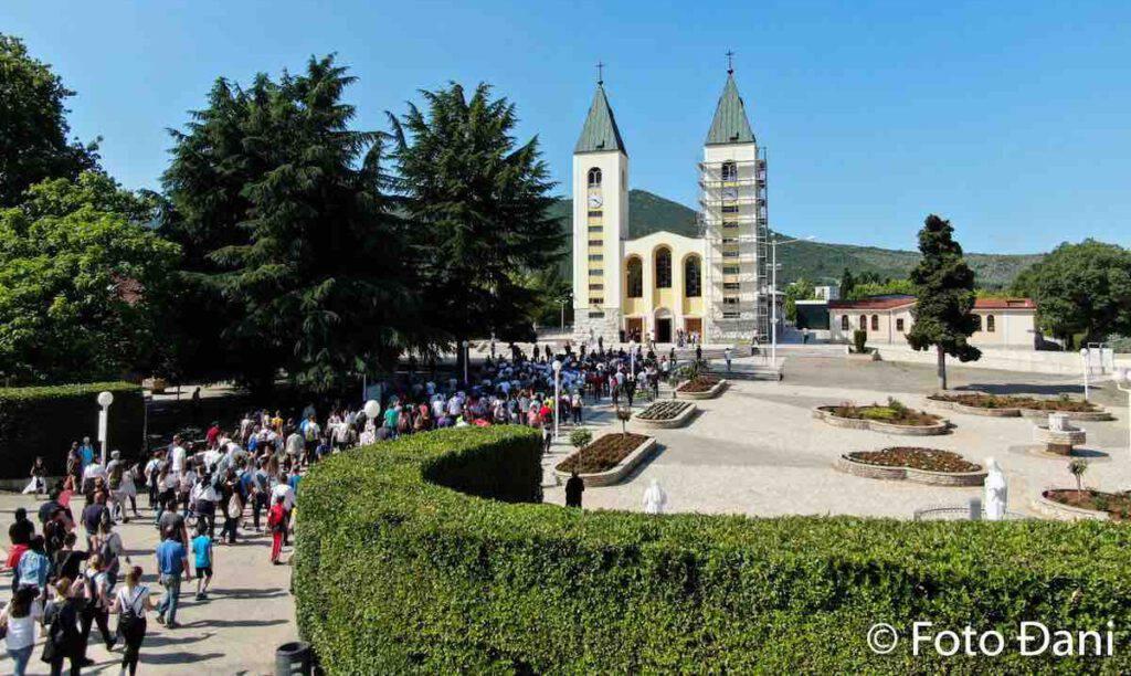 Medjugorje marcia-della-pace-2020-arrivo-alla-parrocchia-san-giacomo-medjugorje
