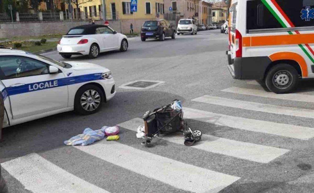 Bimba travolta sul suo passeggino da un'auto, è gravissima.