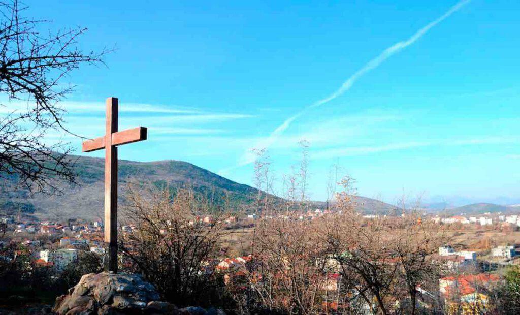 Il punto dove la Madonna è apparsa il 26 giugno 1981 solo alla veggente Marija