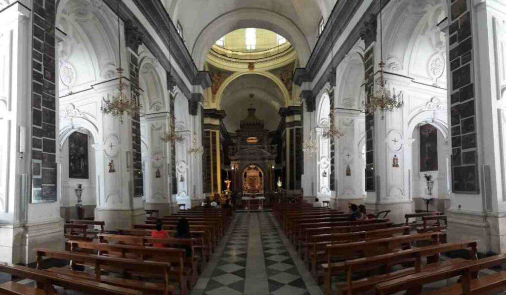 Santuario della Madonna dell'Arco - interno - photo web source