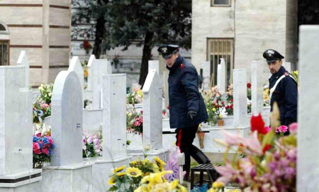 Sepolto dopo 2 mesi vaga per il cimitero
