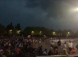 Il temporale interrompe il Festival dei giovani