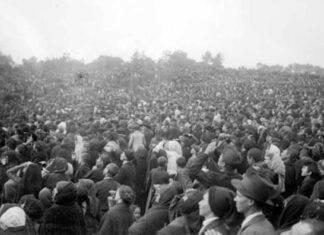 Fatima, 13 ottobre 1917: folla sbalordita dal sole