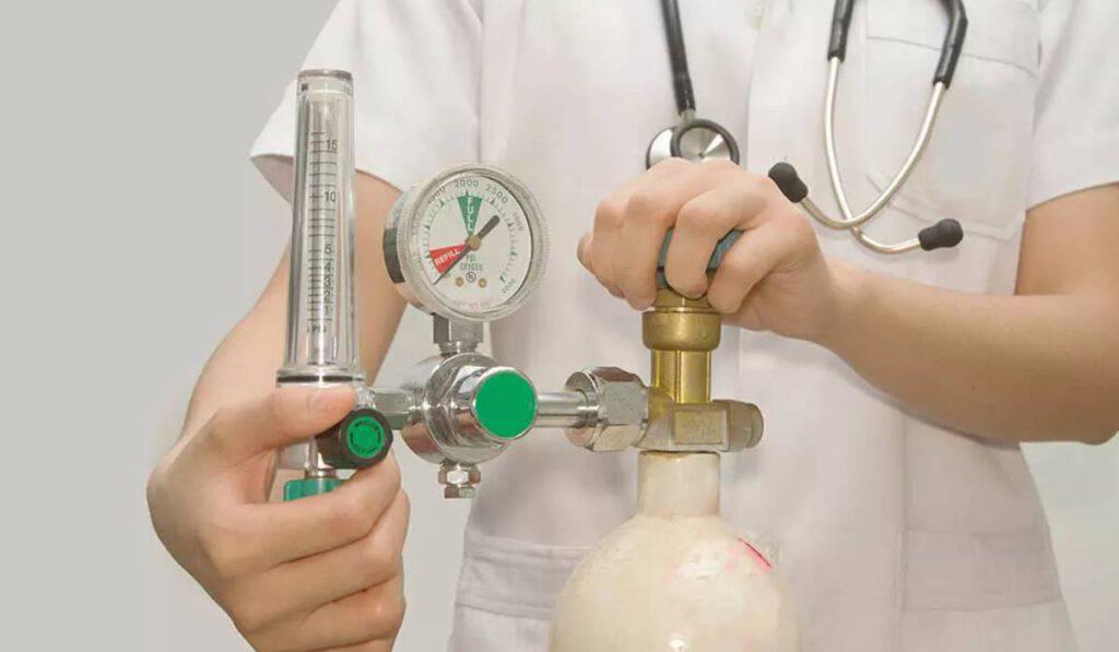 Le farmacie lanciano l'allarme Covid per le bombole di ossigeno