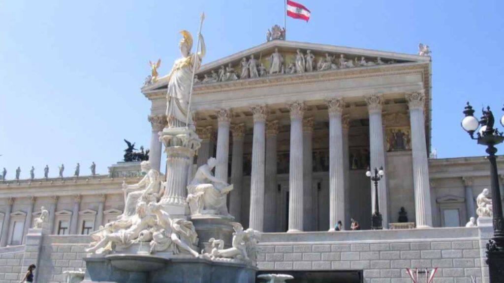 La Corte Costituzionale austriaca autorizza di fatto il suicidio assistito
