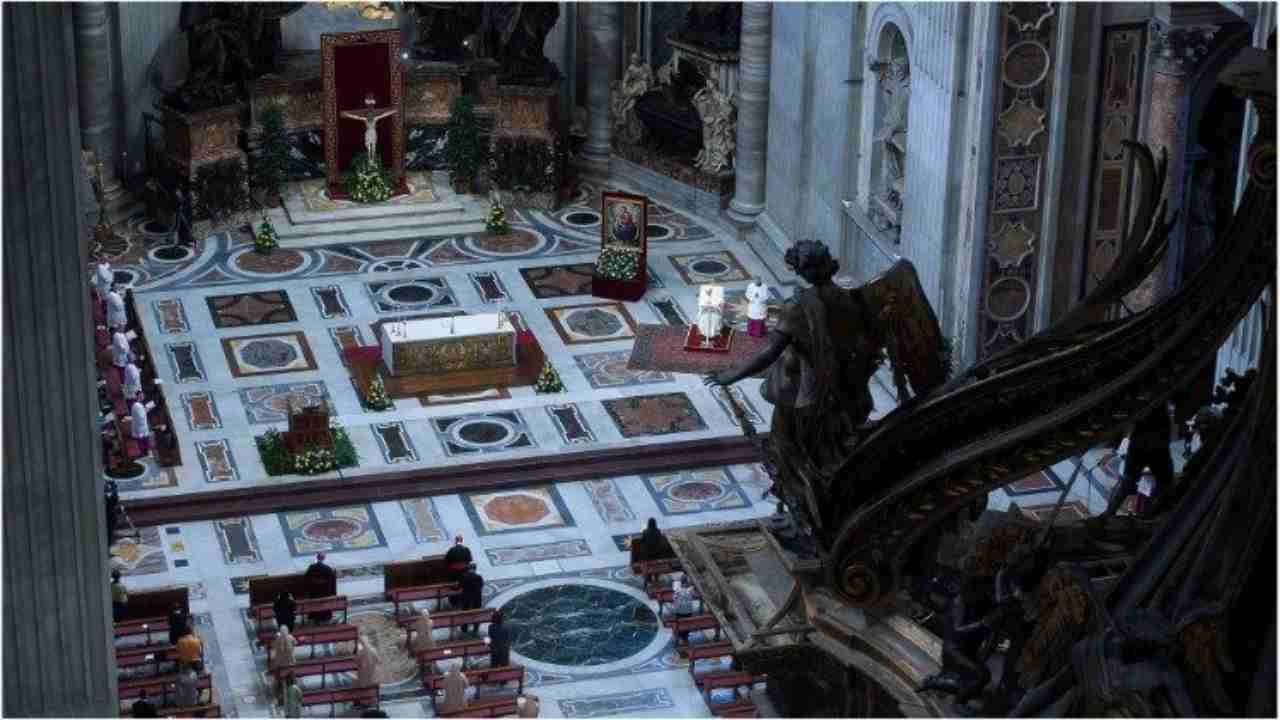 La celebrazione, in San Pietro, del Corpus Domini