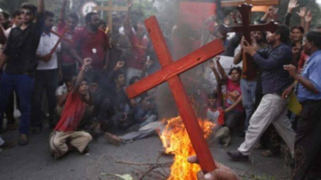 cristiani perseguitati croce violenza