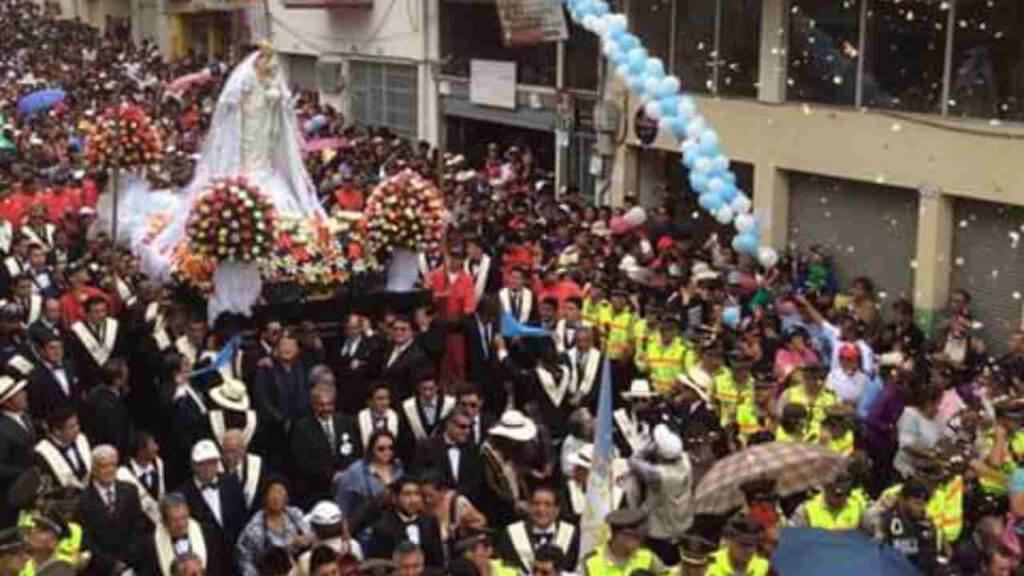 ecuador madonna nube processione