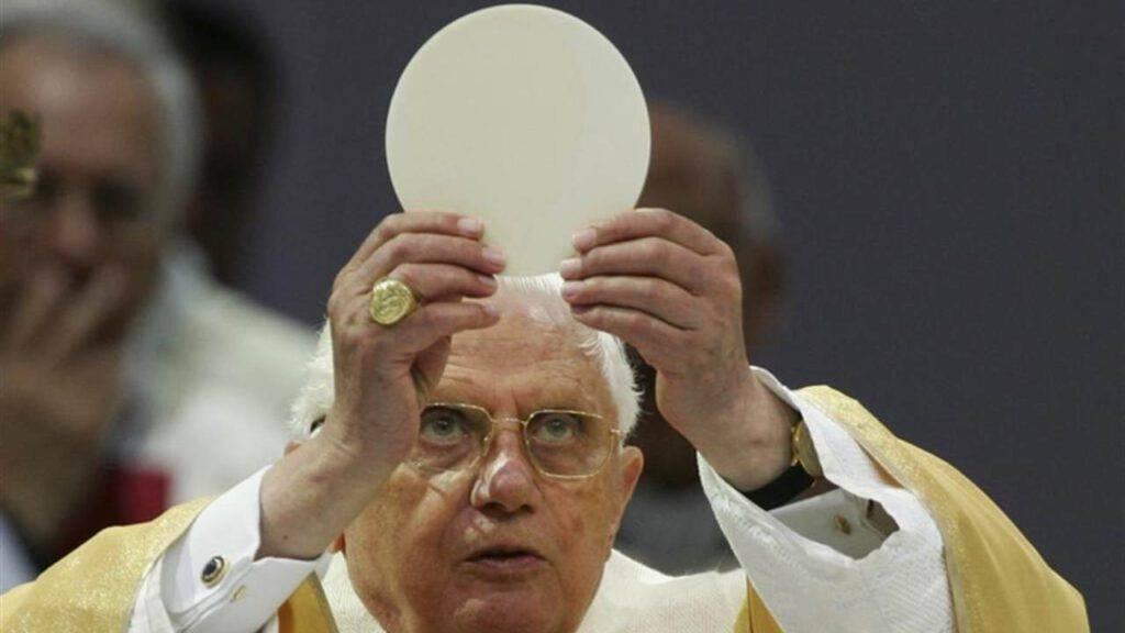 benedetto XVI sacramenti eucarestia cristo