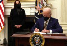 joe biden kamala harris firma decreti casa bianca
