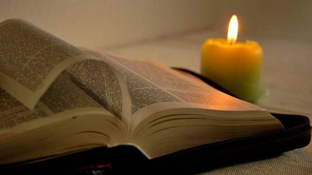 bibbia candela lettura parola