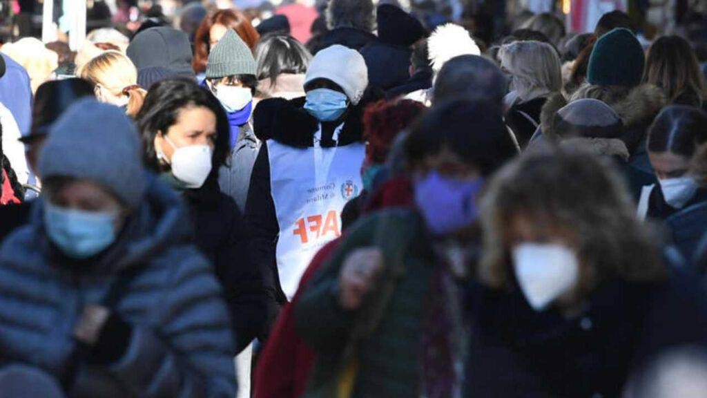 pandemia coronavirus folla