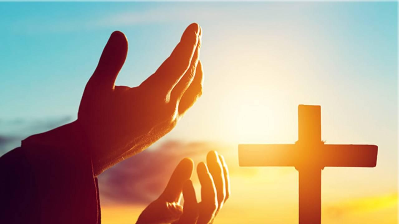 Mani in preghiera Croce