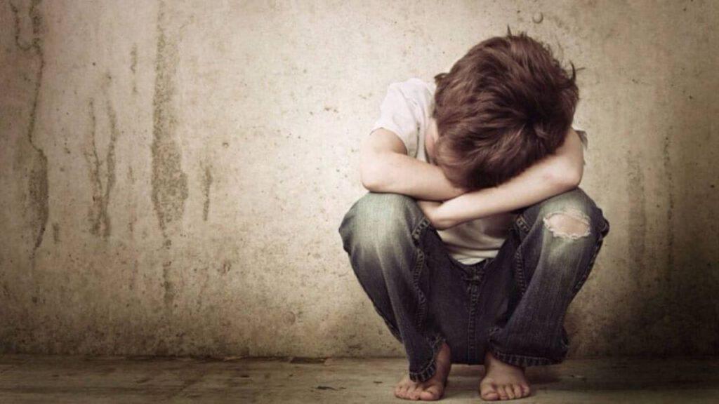 bambino triste dolore