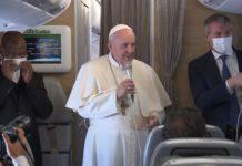 Papa Francesco sul volo di ritorno dall'Iraq (8 marzo 2021)