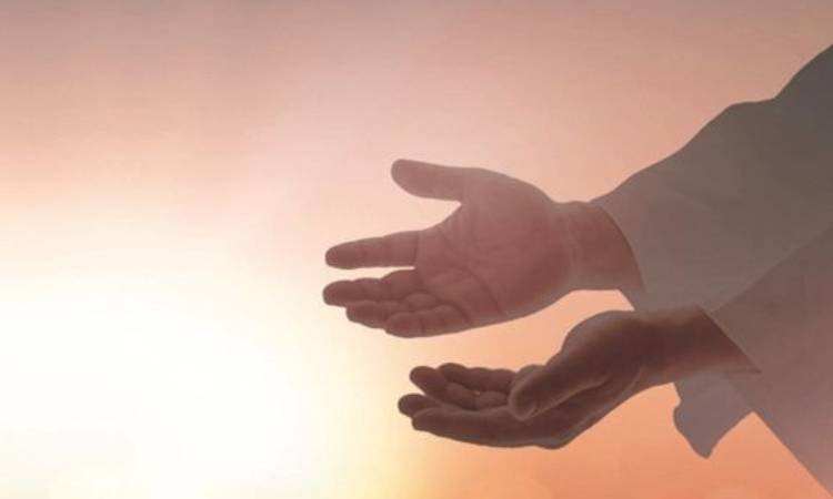 gesù ci apre le sue mani
