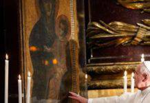papa francesco davanti a maria salus populi romani
