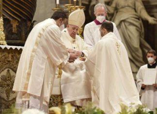Messa papa ordinazioni sacerdotali basilica San Pietro 25 aprile 2021