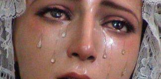 statua della madonna piangente
