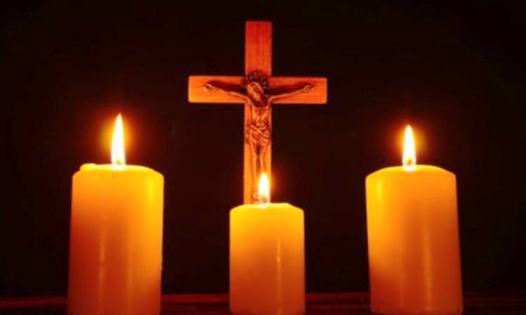 candele davanti alla croce