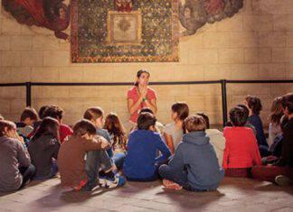 catechista con i bambini