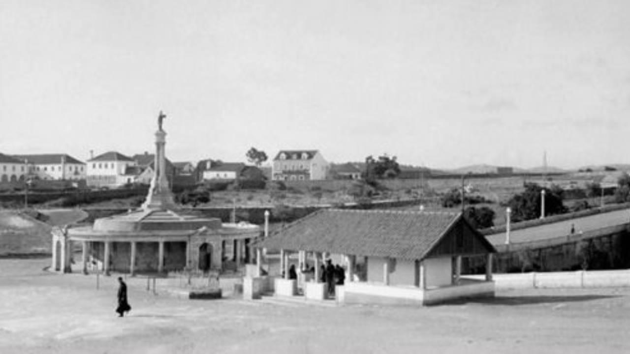 Imagen vintage de fuentes milagrosas de Fátima