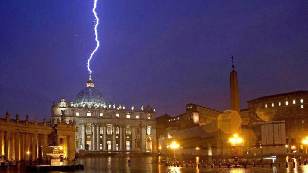 vaticano fulmine
