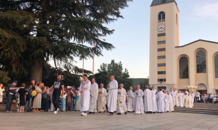 Processione del Corpus Domini a Medjugorje