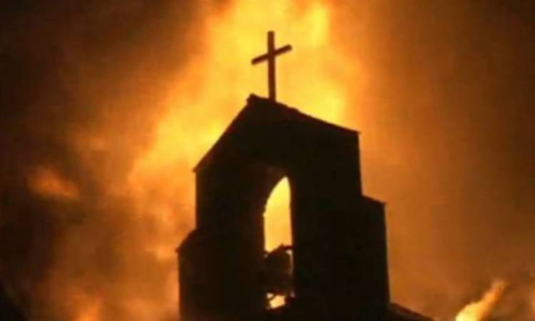 chiesa in fiamme